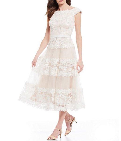 画像1: 【白石麻衣さん着用】Tadashi Shoji  タダシショージ  オフショルダー花柄レースドレス ホワイト  (1)