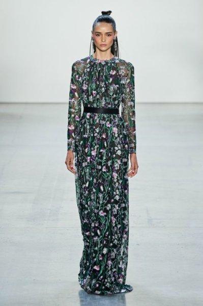 画像1: Tadashi Shoji  タダシショージ Embroidered Long Sleeve Gown ブラック (1)